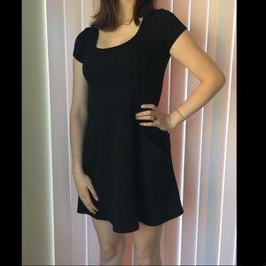 Dresses & Skirts - Black dress with pockets!